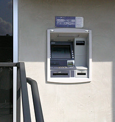 how to safely use atm machine