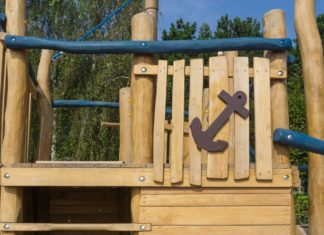Build Wooden Outdoor Kids Playground Equipment