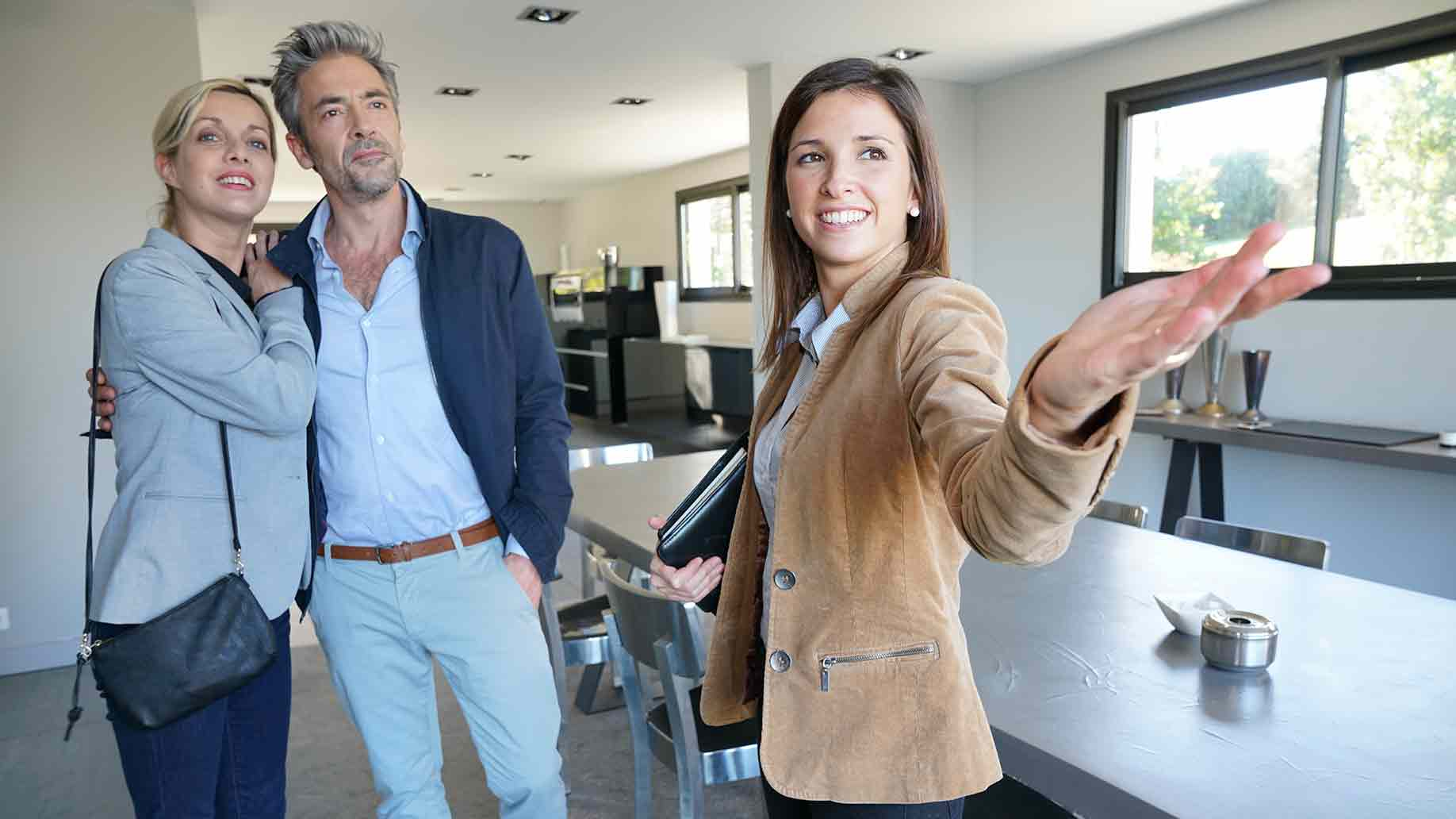 realestate agent presenting house to clients