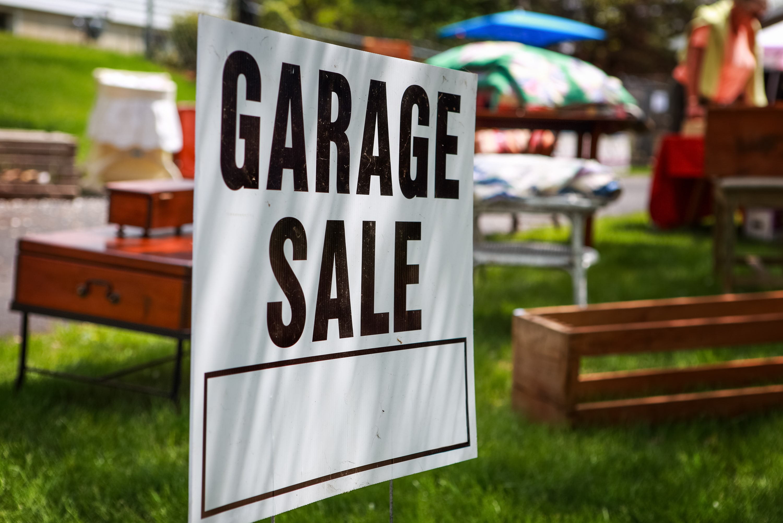 How to Have a Successful Garage Sale - Tips for Pricing Items
