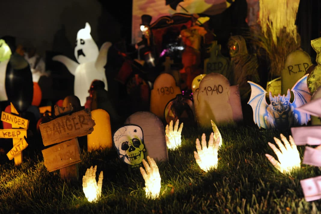 10 Cheap Diy Halloween Decorating Ideas Indoor Outdoor