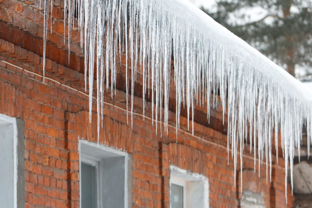 How to Prevent & Remove Ice Dams on Your Roof This Winter