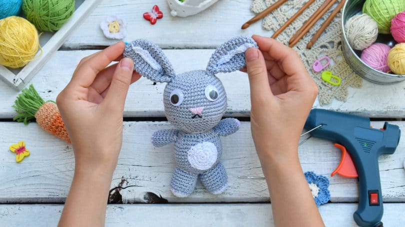 Making Stuffed Animal Craft Diy Glue Gun Yarn