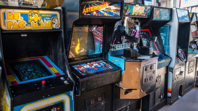 Old Fashion Arcade Pacman Asteroids Games