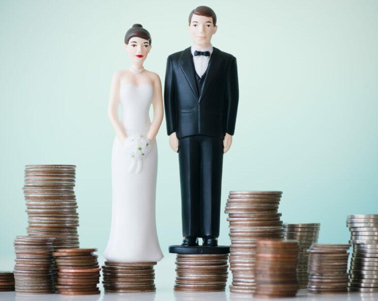 Bride Groom Figurine Stack Coins
