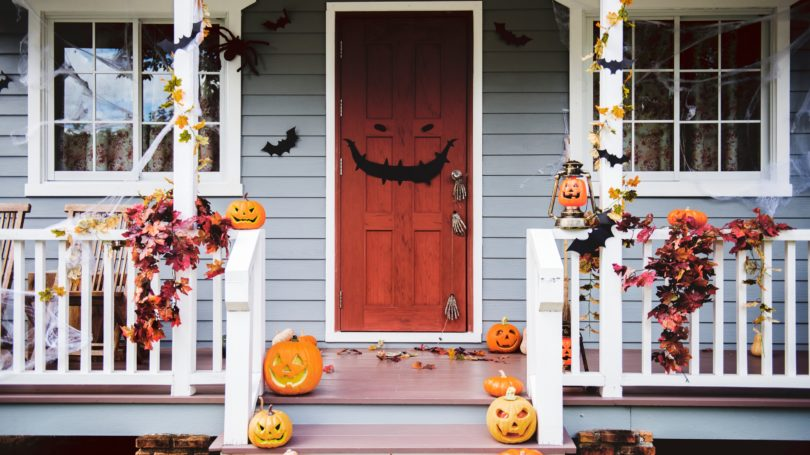 Outdoor Porch Halloween Decorations Leave Garland Pumpkins Bats